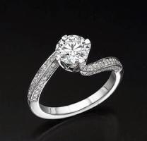 טבעת אירוסין טוייסט יוקרתית - אורנה