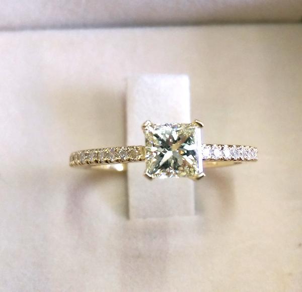 טבעת אירוסין פרינסס -עיצובים של דיימונד ספינקס