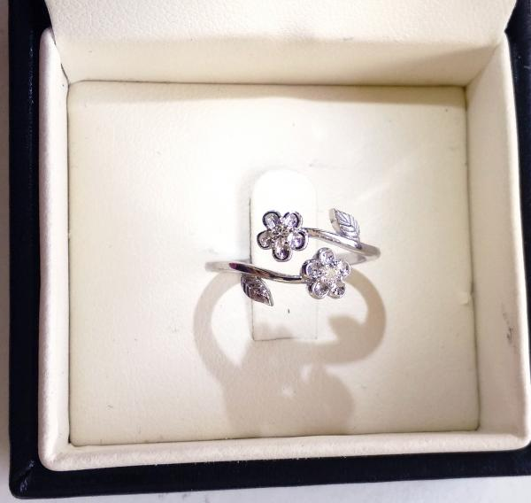 עיצובים של דיימונד ספינקס - טבעת אירוסין בעיצוב אישי