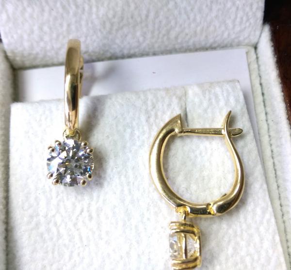 עיצובים של דיימונד ספינקס - עגילי יהלומים תלויים