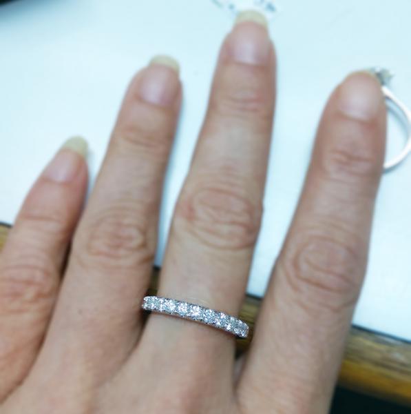 עיצובים של דיימונד ספינקס - טבעת יהלומים חישוק
