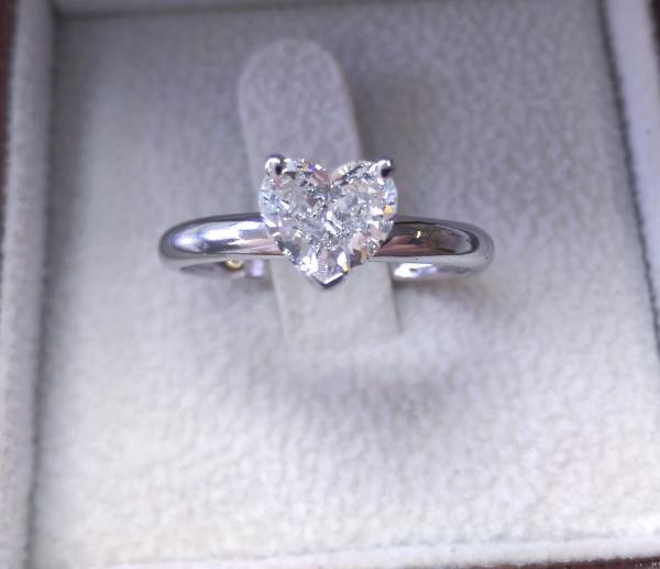 עיצובים של דיימונד ספינקס - טבעת אירוסין לב