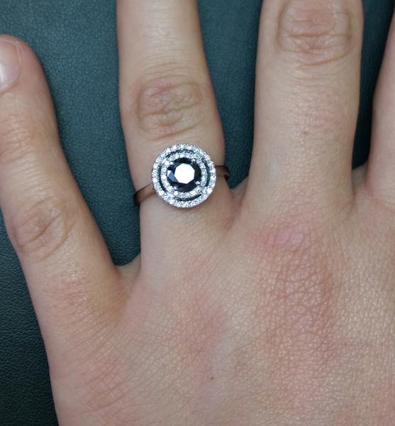 עיצובים של דיימונד ספינקס - טבעת אירוסין יהלום שחור