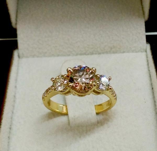 עיצובים של דיימונד ספינקס - טבעת אירוסין יהלום שמפניה
