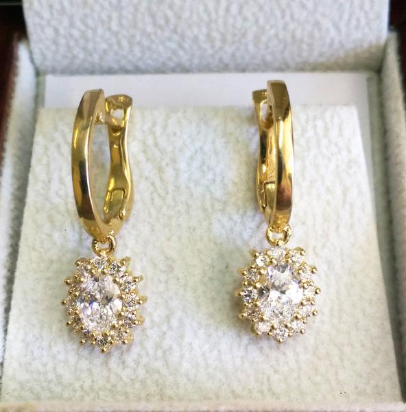 עגילי יהלומים בצורת אובל - עיצובים של דיימונד ספינקס