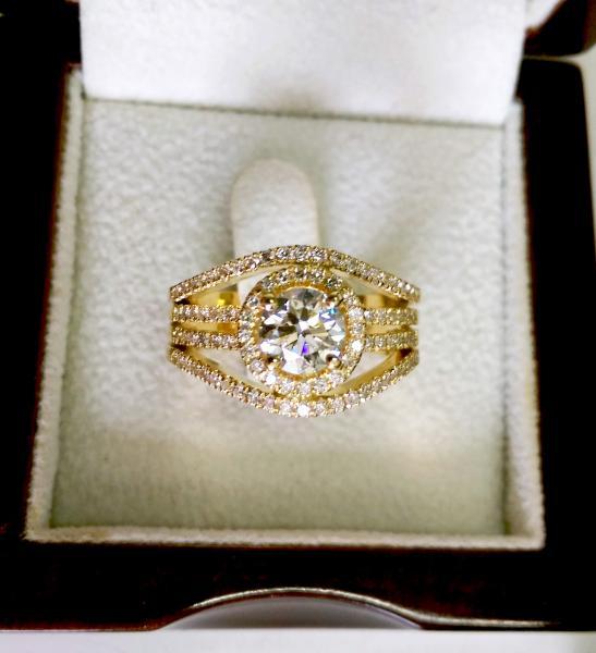 טבעת אירוסין יוקרתית - עיצובים של דיימונד ספינקס