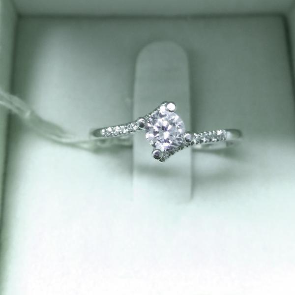 טבעת אירוסין טוויסט - עיצובים של דיימונד ספינקס