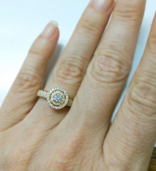 עיצובים של דיימונד ספינקס - טבעת אירוסין זהב צהוב