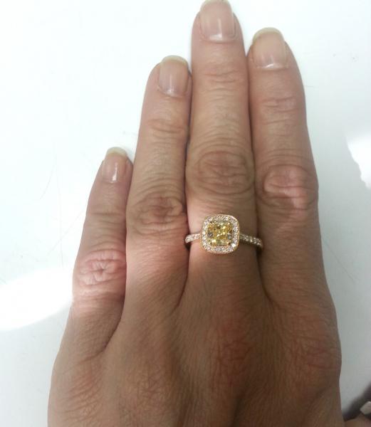 טבעת אירוסין יהלום צהוב - עיצובים של דיימונד ספינקס