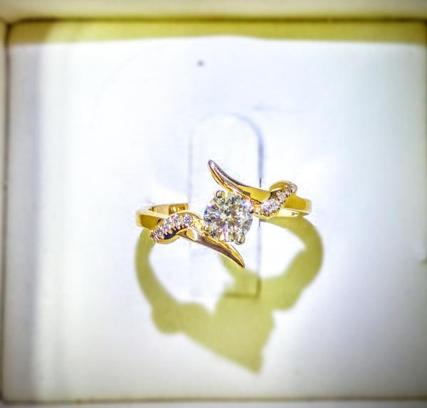 טבעת אירוסין מיוחדת זהב צהוב